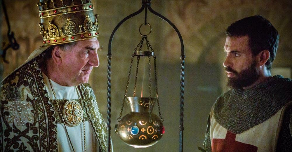Knightfall: Jim Carter spielt Papst Bonifatius VIII