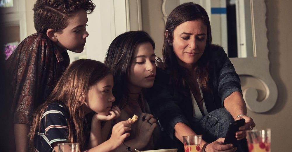 Better Things 2: Sam und ihre drei Töchter: Frankie Duke und Max.